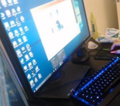韦神吃鸡电脑显示器