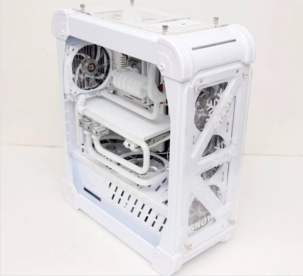 白色主题主机:5000元的纯白色DIY主机加白色机箱