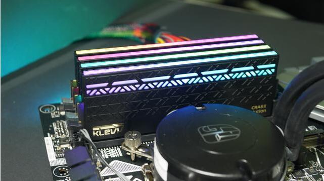 吃鸡游戏特效全开需要科赋CRASⅡ炎龙RGB电竞内存