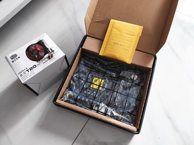 处理器是i5 8400散片搭配一个酷冷至尊的暴雪T20散热
