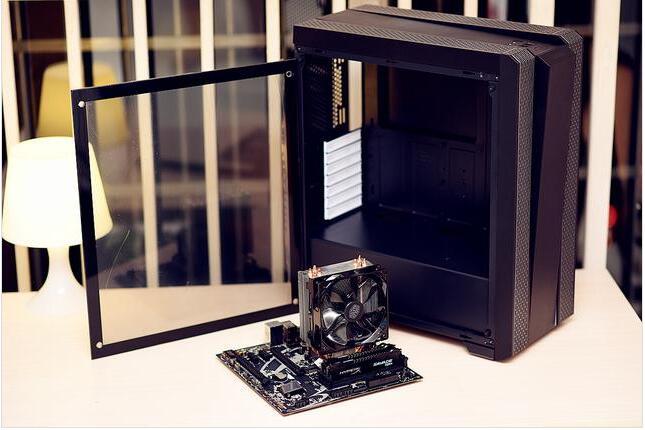 台电的S700 240G SSD除了出色的性能之外,还具备了变幻的光污染效果