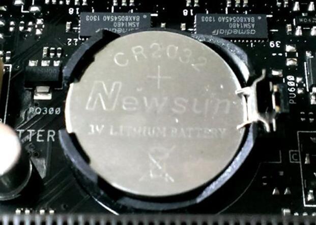 电脑的主板上找到纽扣电池