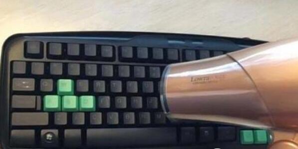 清洗键盘方法二:风机吹